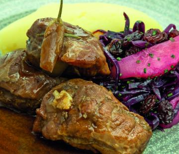 Braised Pig's Cheeks with Mashed Potatoes, Red Cabbage and Pear
