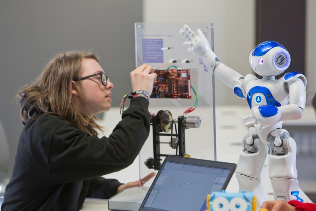 City of Glasgow College: robotics