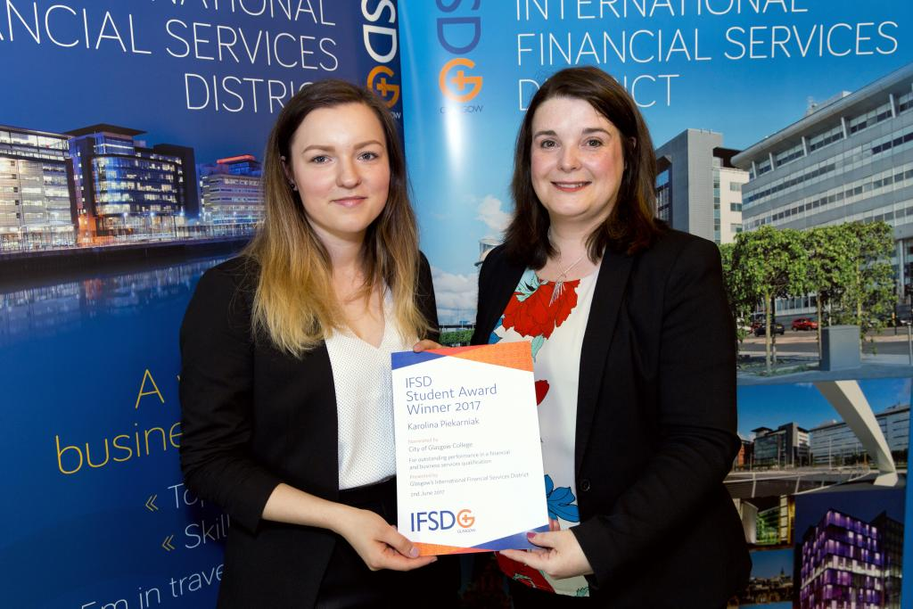 Karolina Piekarniak receiving IFSD Student Award
