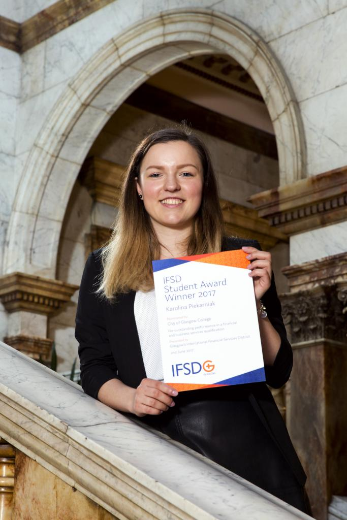 Karolina Piekarniak with IFSD Student Award
