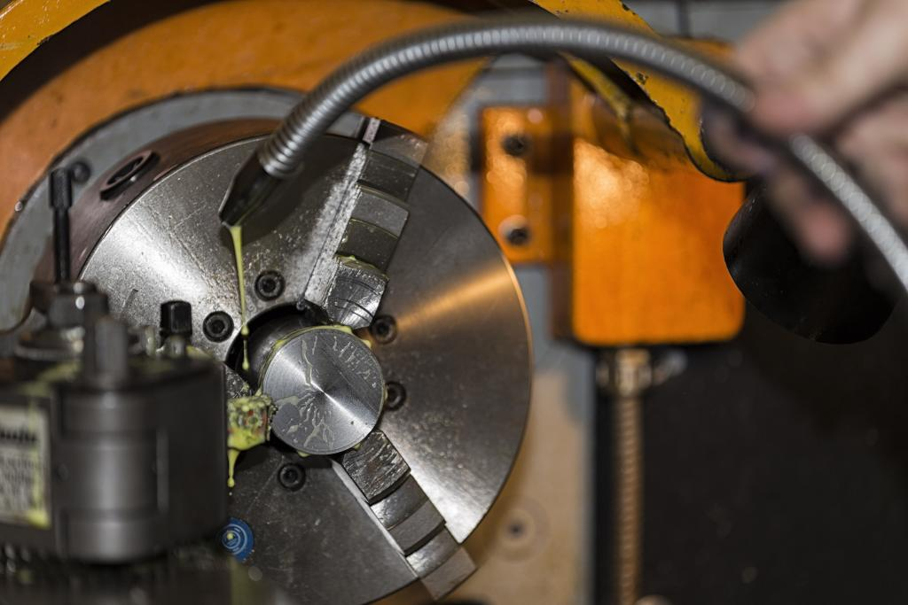 Image of machinery in mechanical engineering workshop at Riverside campus